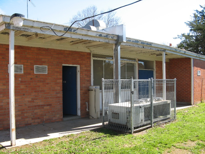 Former Benalla Shire Offices_rear wall_KJ_Sept 08