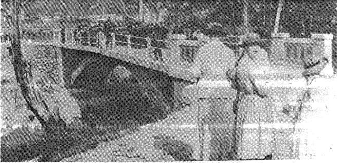 142 - Concrete Arch Bridge Hurstbridge 02 - Opening of Bridge in 1917 (ELHPC No.1054) - Shire of Eltham Heritage Study 1992