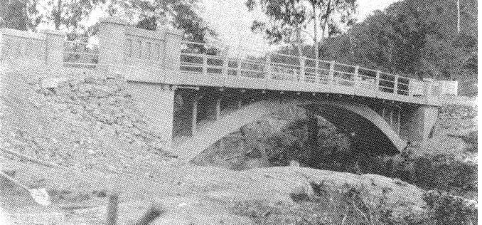 142 - Concrete Arch Bridge Hurstbridge 10 - Old photograph of the bridge - NOTE its approaches and settings - End of construction? (ELHPC No.1055/1061) - Shire of Eltham Heritage Study 1992