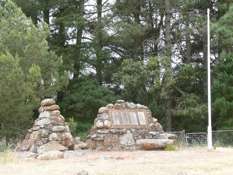 Memorial BUNDORAN LANE and CNR HAMILTON CHATSWORTH ROAD GLENTHOMPSON, 14442 P1050864