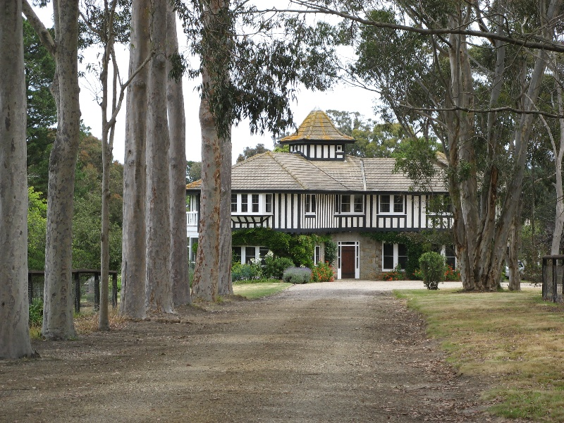 Westerfield_house from drive_KJ_Dec 08