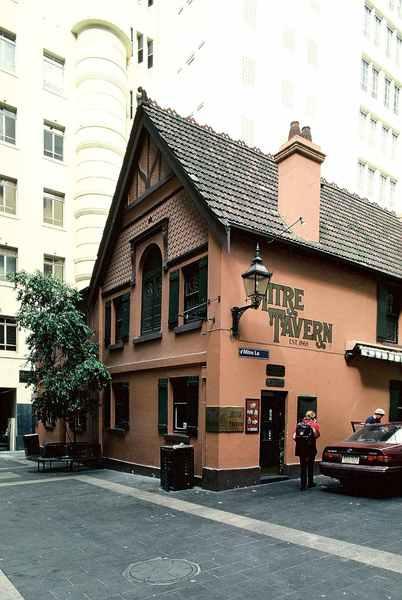 B0819 Mitre Tavern
