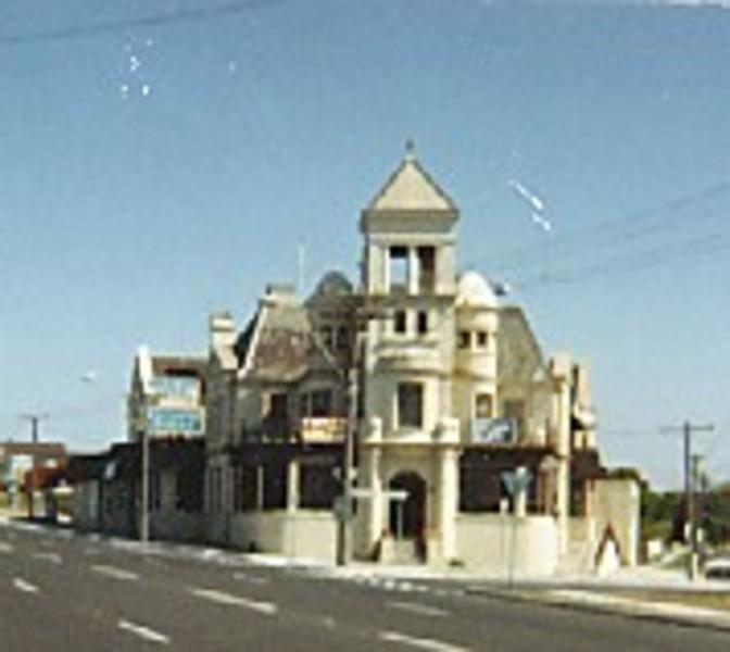 B5852 Mentone Hotel