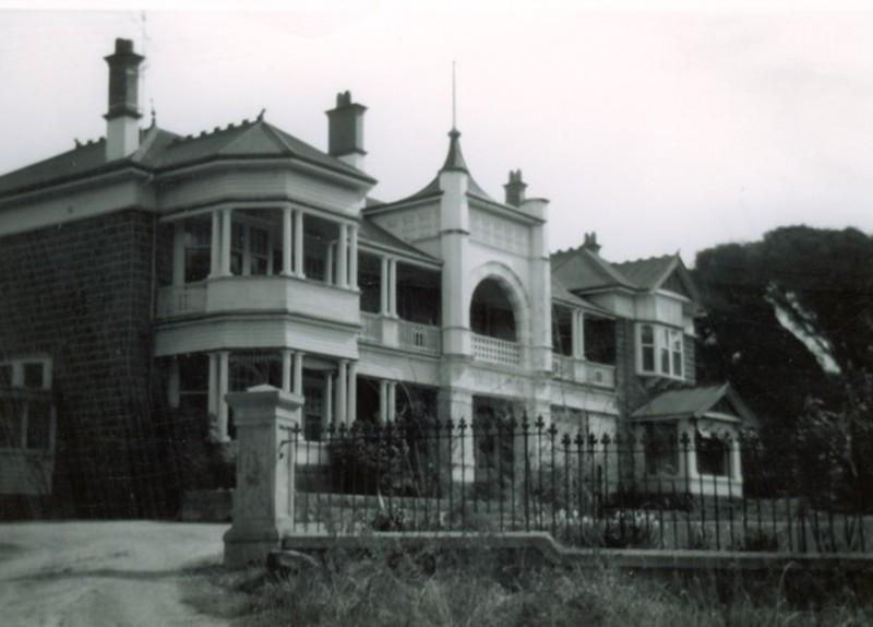 B1110 Yalla y Poora homestead