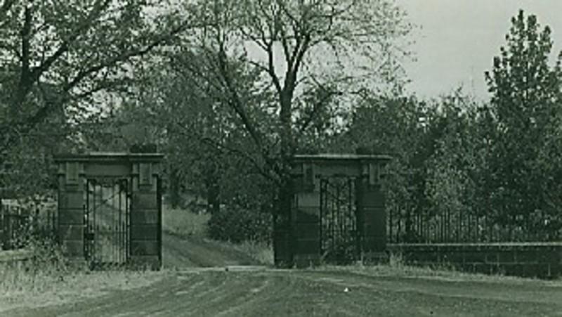 B2208 Mt Noorat Entrance Gates