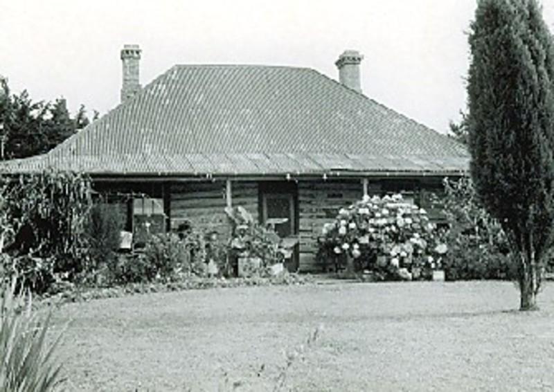 B1837 Chock & Log Cottage, Poowong