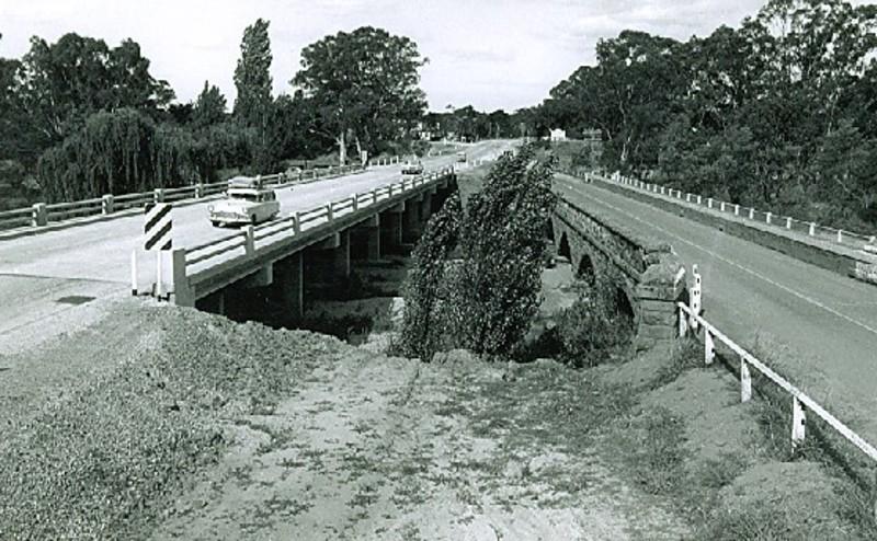 B1743 Hughes Bridge Hume Hwy Avenel
