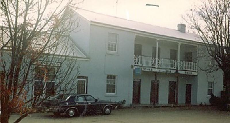 B0374 Plough Hotel Beechworth Rd Tarrawingee