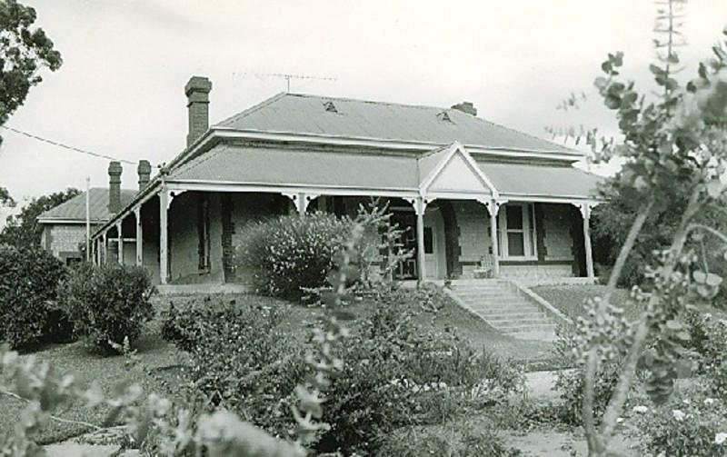 B3222 Hopetoun House