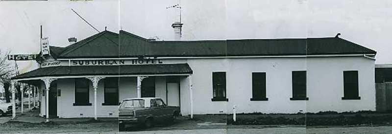 B2961 Suburban Hotel