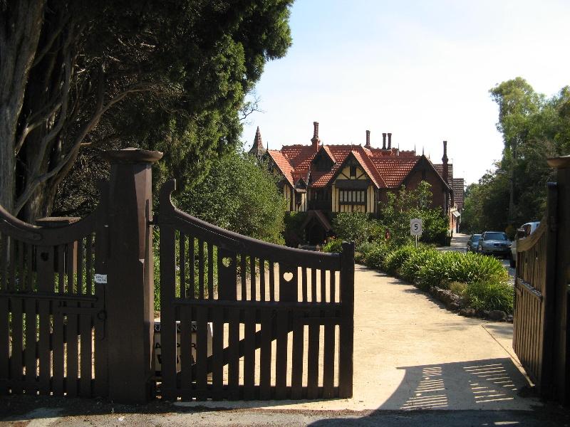 Tay Creggan_Hawthorn_front gates_KJ_Feb 09