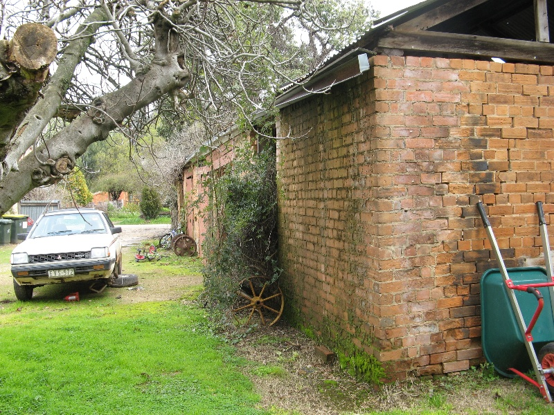 Plough Inn Tarrawingee stables 2008