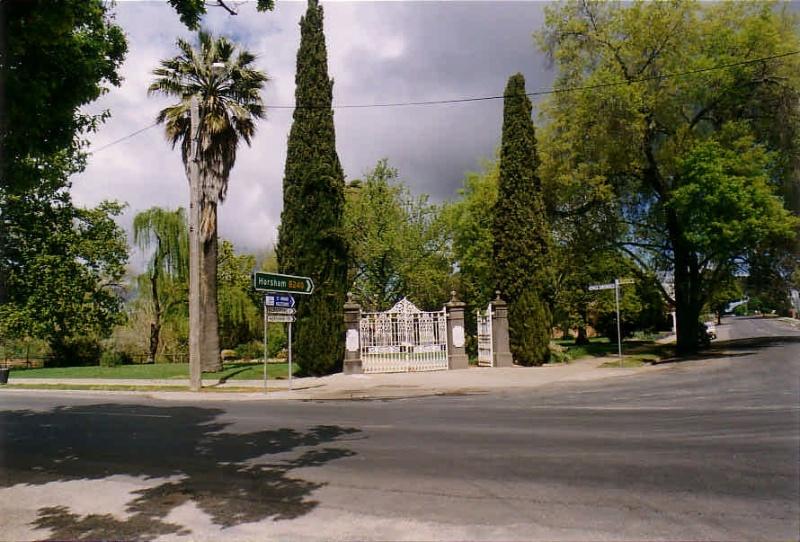 SD 134 - Queen Mary Gardens & Angwin Memorial Gates, Napier Street corner Inkerman Street, ST ARNAUD