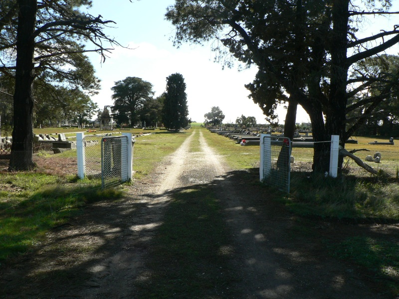 Front gates of Rokewood Cemetery, Cemetery Road