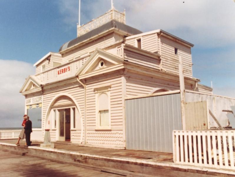 B5471 Kiosk St Kilda Pier