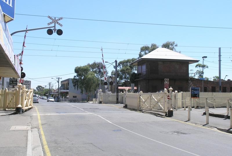 INTERLOCKING RAILWAY CROSSING GATES SOHE 2008