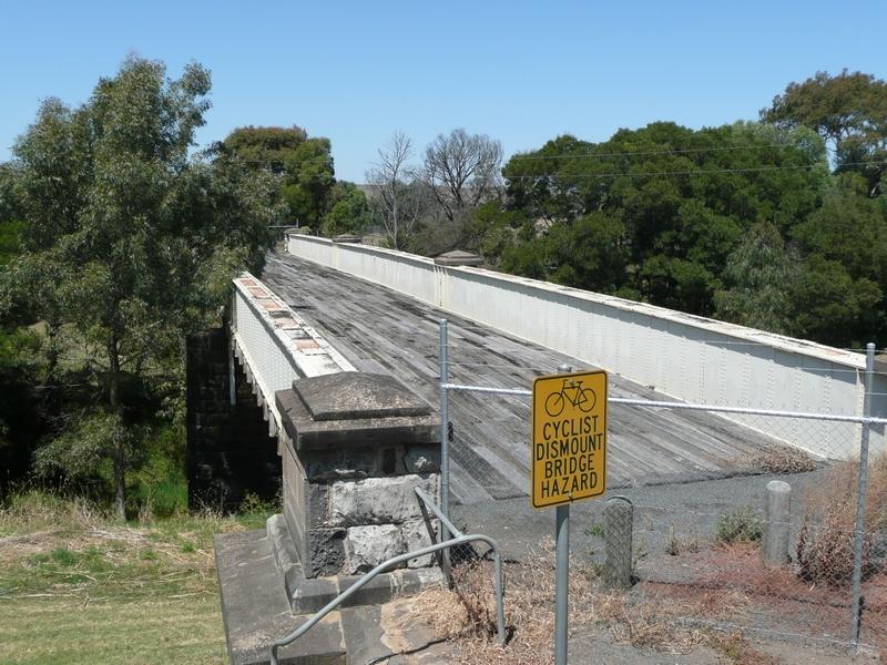 BRIDGE OVER LEIGH RIVER SOHE 2008