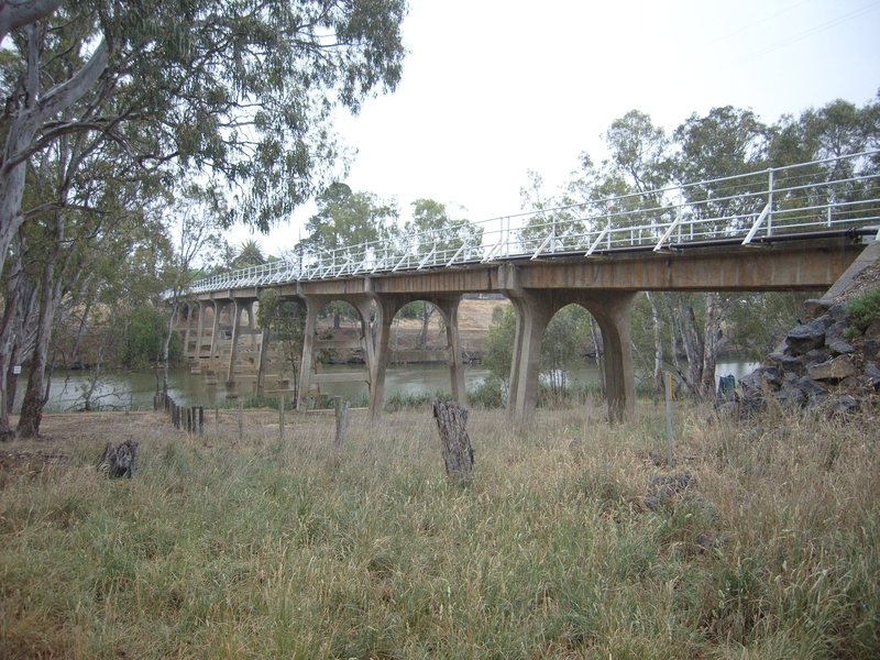 JANEVALE BRIDGE OVER THE LODDON RIVER SOHE 2008