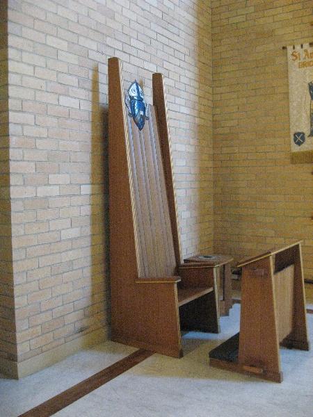 H0124 St Andrews Brighton furniture Bishop s throne May 2009