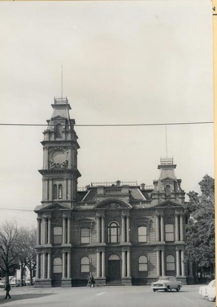 B1852 Town Hall Bendio