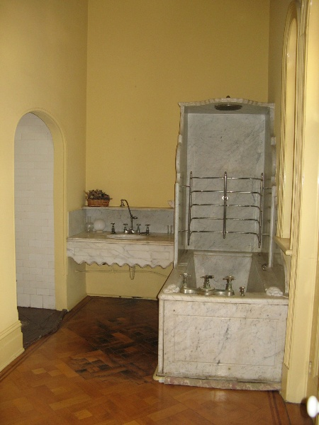 Fortuna_Bendigo_marble bathroom_3 August 2009