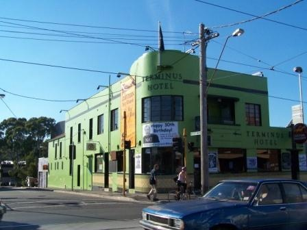 605 Victoria Street