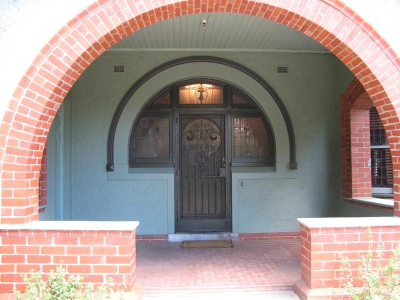 23 Mitford St - entrance porch