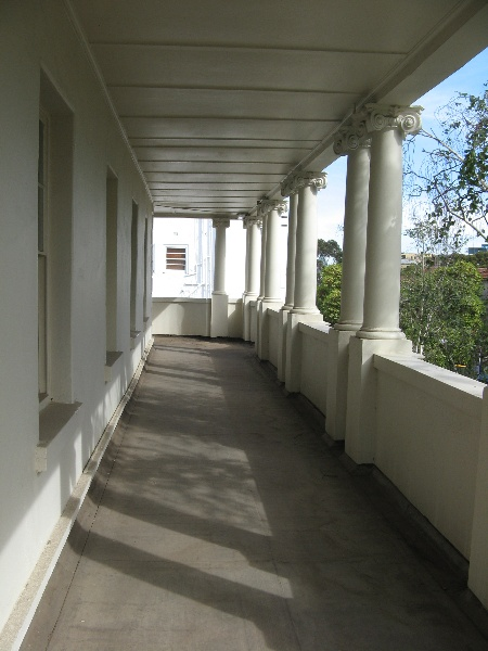 Berkeley Hall_St Kilda_upper colonnade_KJ_Dec 09