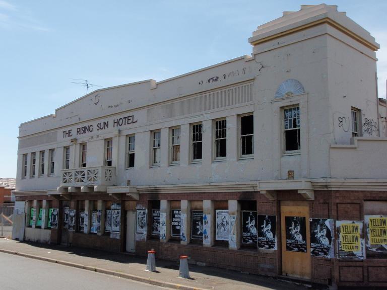 HO40 (1) - Rising Sun Hotel, 193 Geelong Road, Footscray.JPG