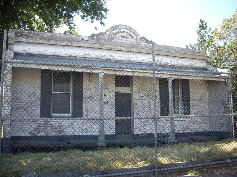 HO180 - Dee Cottage. 221 Whitehall Street, Yarraville.JPG