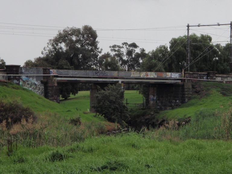HO126 - Stony Creek Rail Bridge, Francis Street, Yarraville.JPG