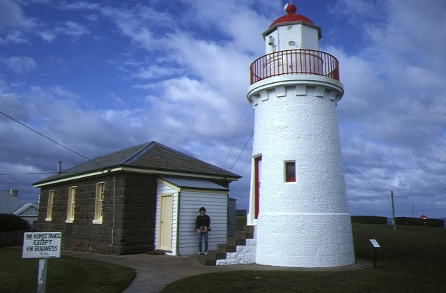 h01520 lady bay lighthouse store flagstaff hill warrnambool rear view of lighthouse may1984