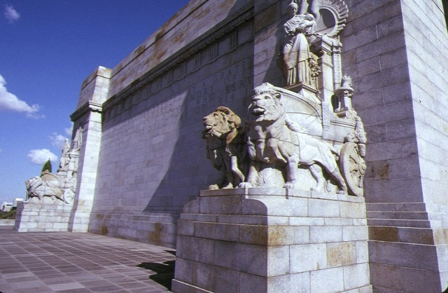 shrine of remembrance st kilda road melbourne side view with lions