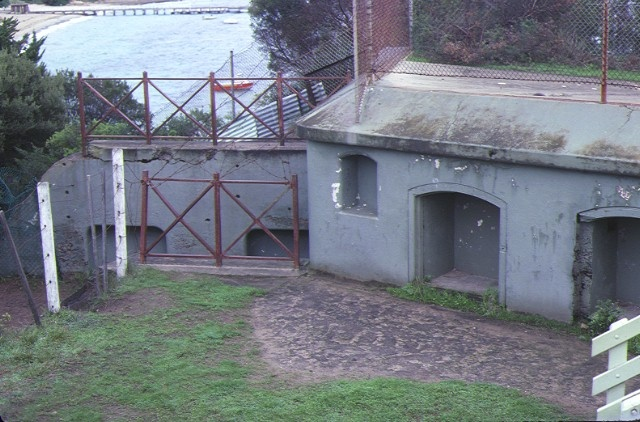 h01090 fort franklin portsea gun emplacement jun1983