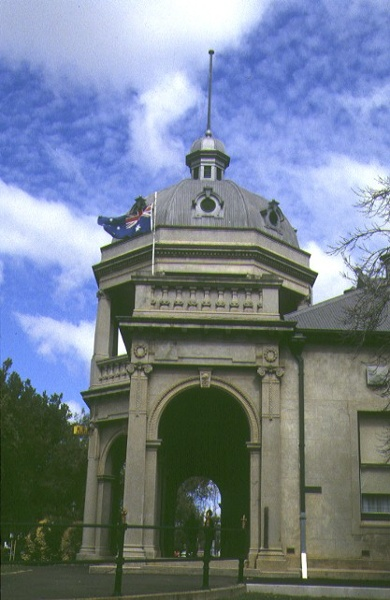 1 returned soldiers hall bendigo front dome