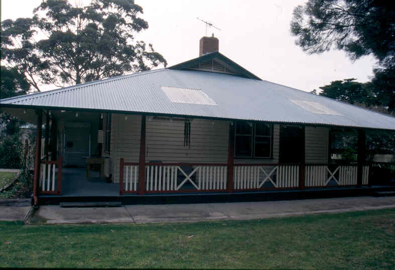 H01969 pt cook married quarters aug02 pm1