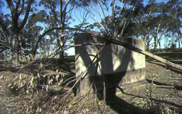 h02048 camp 1 dhurringile rebound wall oct1999