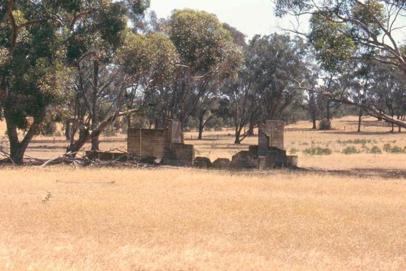 h02048 camp 1 dhurringile ruin oct1999