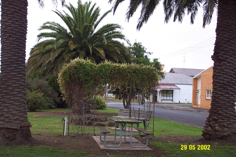 23174 War Memorial Glenelg Hwy Glenthompson 1047
