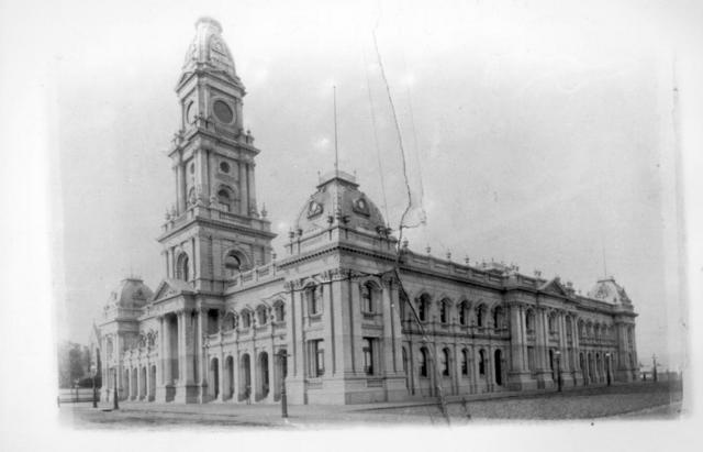 Collingwood Town Hall Exterior 1887.jpg