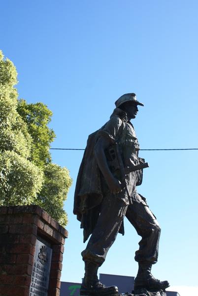Drouin War Memorial 3.jpg