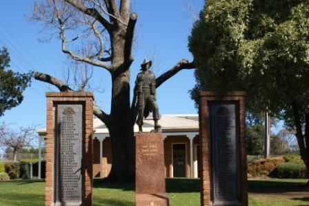 Drouin War memorial.jpg