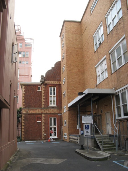 Alfred Hospital Aug 26 2011 KJ approach from south.jpg
