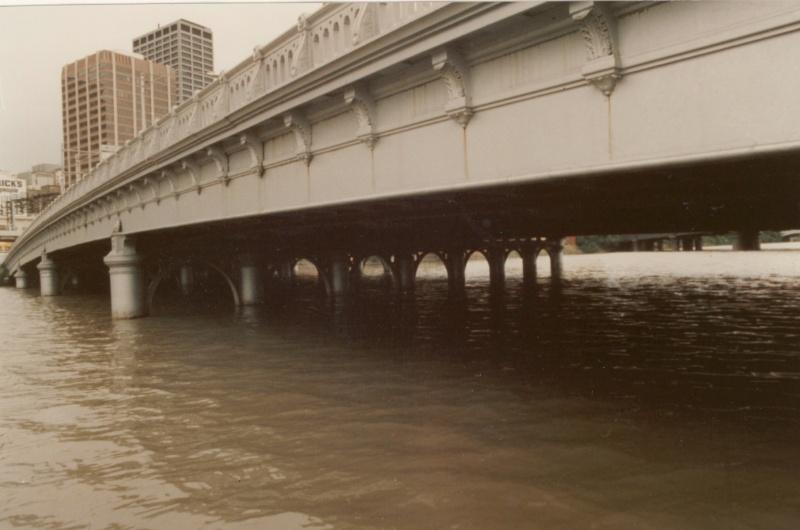 B2239 Queens Bridge