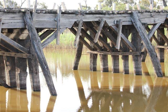 B7067 Jeparit bridge piers