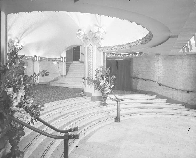 B1388CapitolTheatreNT foyer.jpg