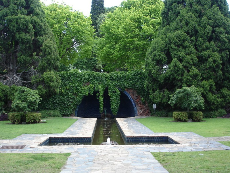 Domain Kings Domain Pioneer womens memorial garden.JPG