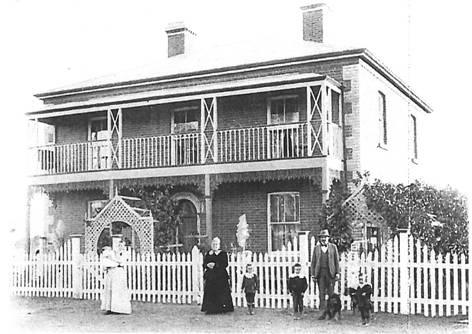 Ark Hall, c. 1890, with members of the Wallis family in the foreground (Source: North Goldfields Library, image 104).