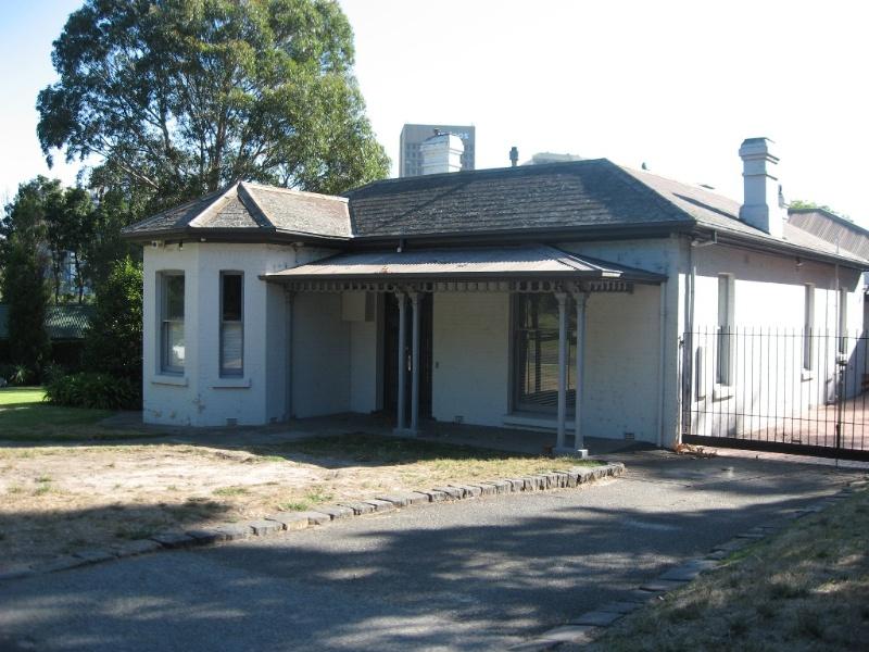 Domain Former astronomer's residence.JPG