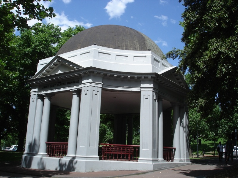 Domain Lady Clarke rotunda Queen Victoria Gardens.JPG